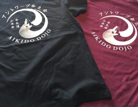 Laatste t-shirts en hoodies te koop in de dojo